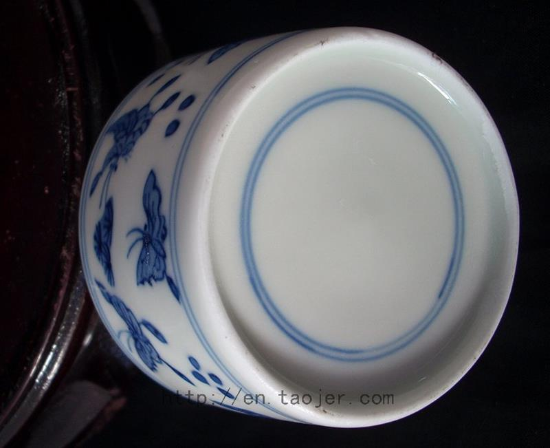 Blue and White ceramic drink cup with butterfly RYV82