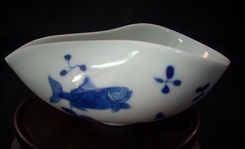 Porcelain Fish Tea Holder RYV83