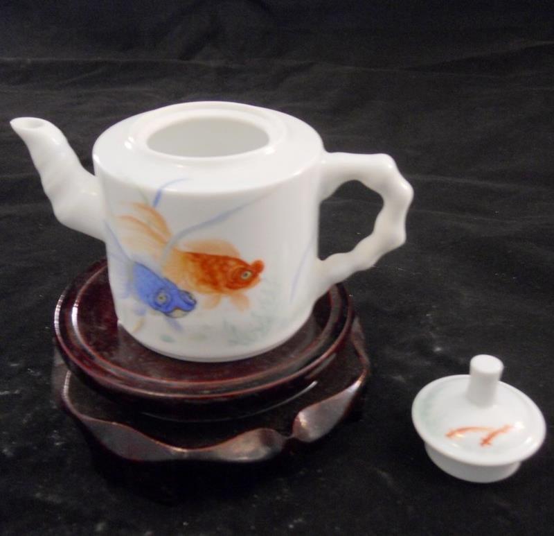 blue and yellow fish porcelain tea pot WRYAG43