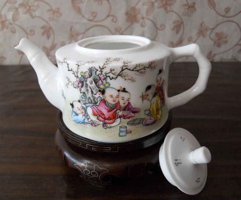 porcelain tea pot with Five children playing design WRYAG38