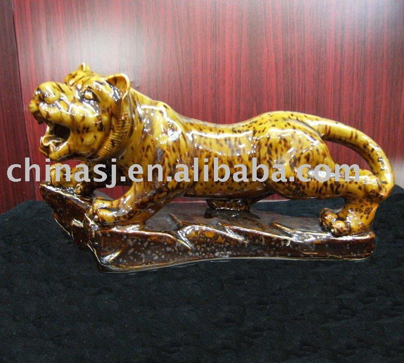 Ceramic tiger figurine WRYEQ25